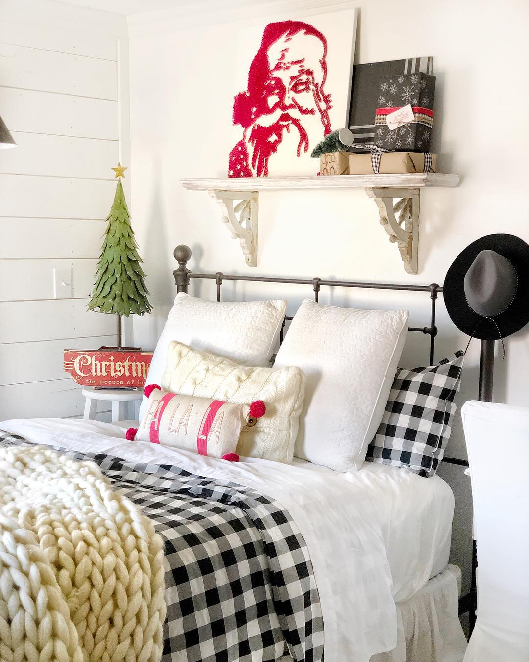 top-35-christmas-bedroom-decorations-ideas-for-you